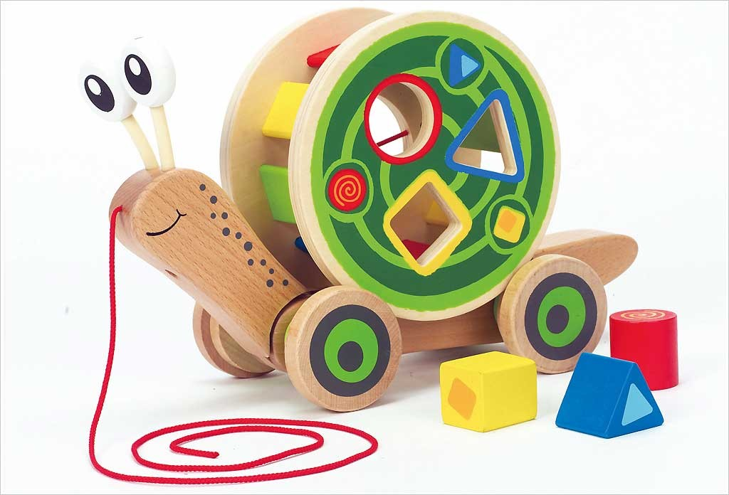 jouets b b en bois 12 mois escargot tirer hape apesanteur. Black Bedroom Furniture Sets. Home Design Ideas