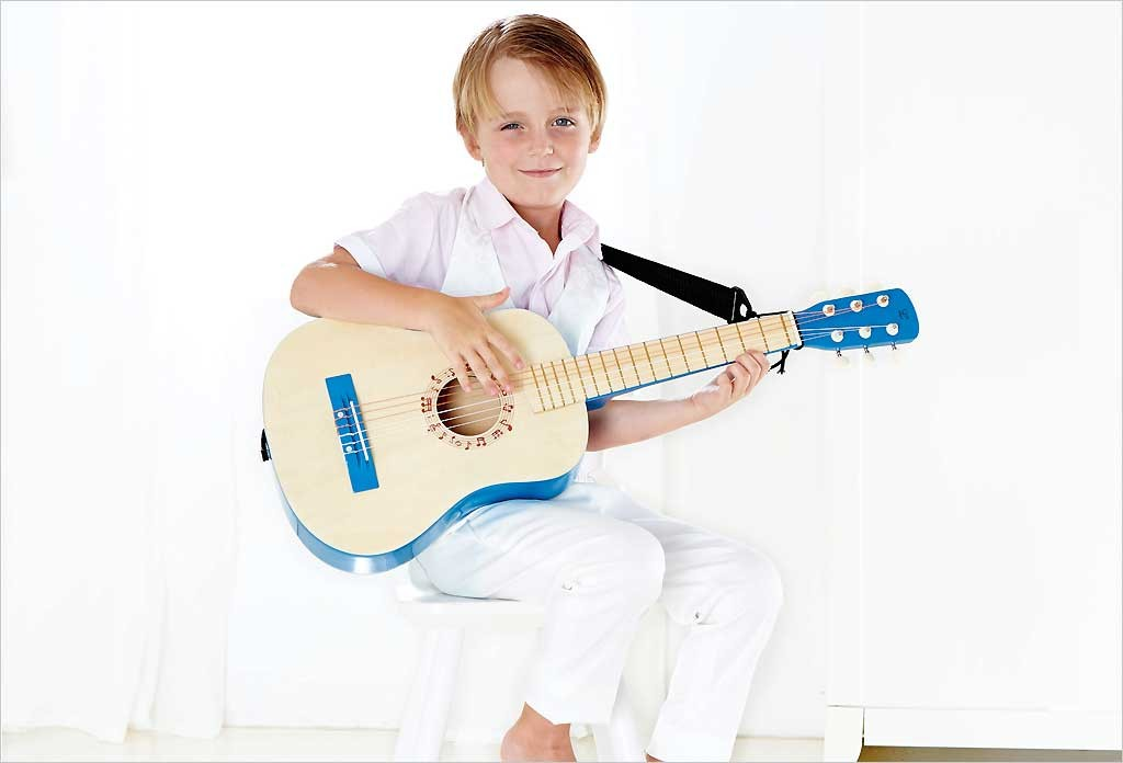 guitare pour enfant bleue hape e0326 instrument de musique. Black Bedroom Furniture Sets. Home Design Ideas