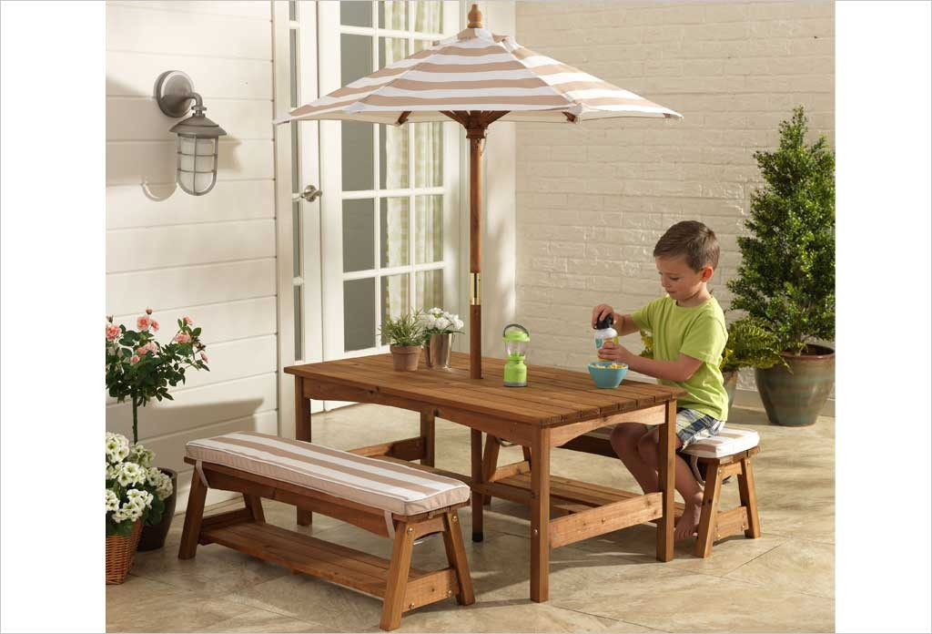 table de jardin en bois pour enfants et bancs et rarasol kidkraft. Black Bedroom Furniture Sets. Home Design Ideas